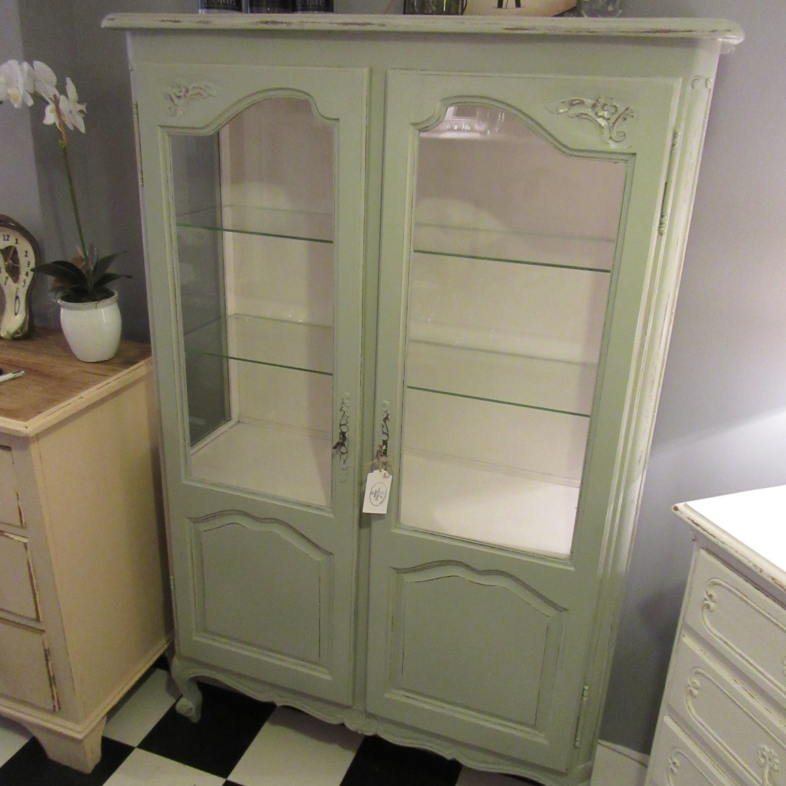 vintage painted french vitrine eras of style eras of style. Black Bedroom Furniture Sets. Home Design Ideas