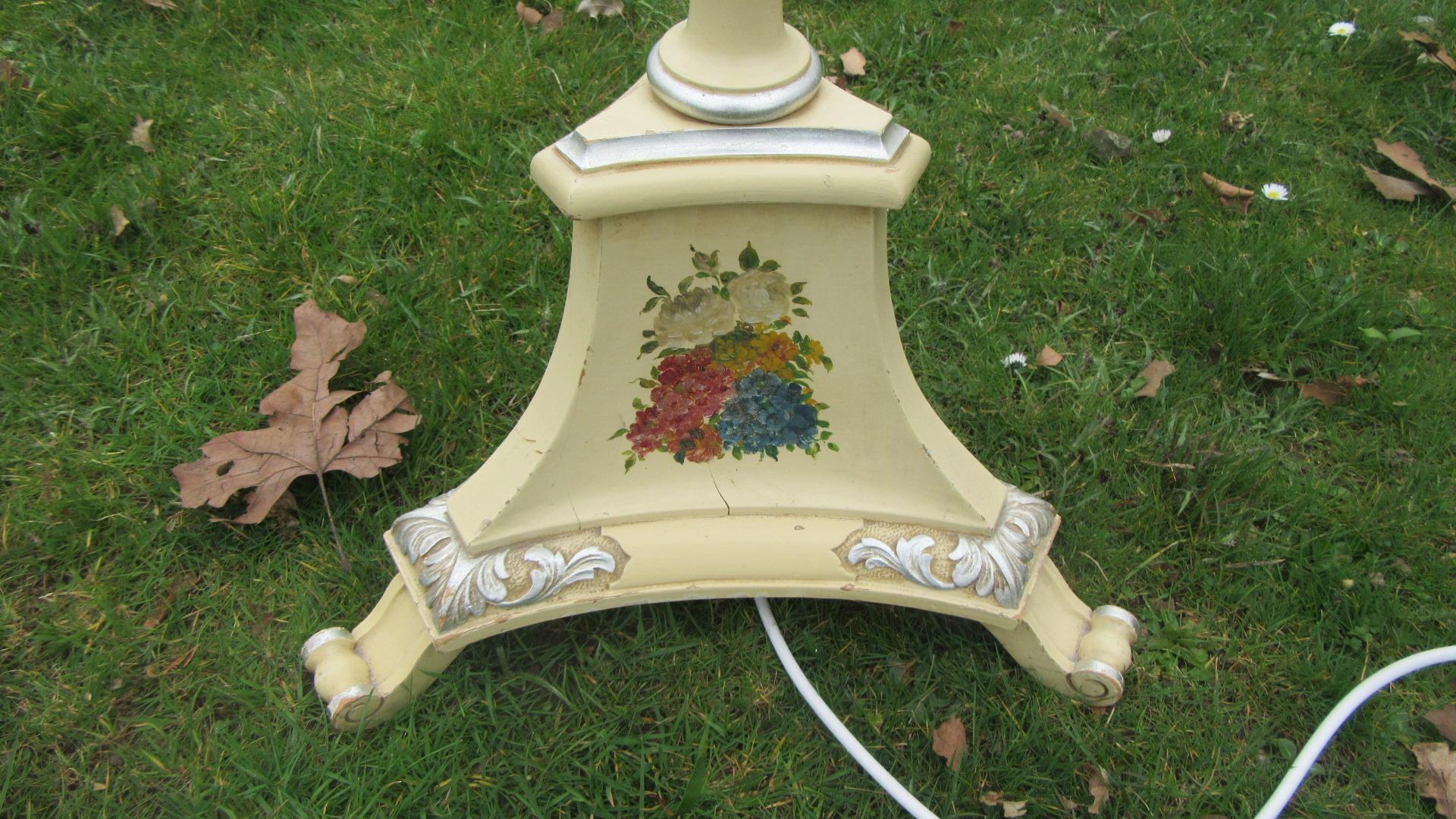 DECORATIVE ANTIQUE STANDARD LAMP