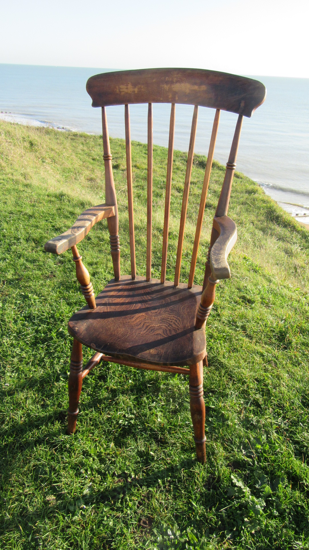 ANTIQUE COUNTRY WINDSOR ARMCHAIR