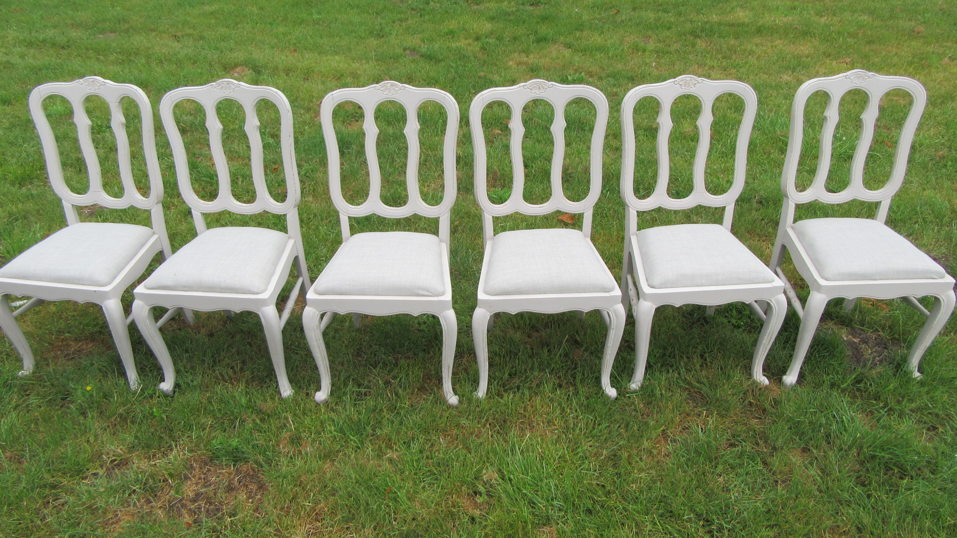 SET OF SIX FRENCH PAINTED DINING CHAIRS