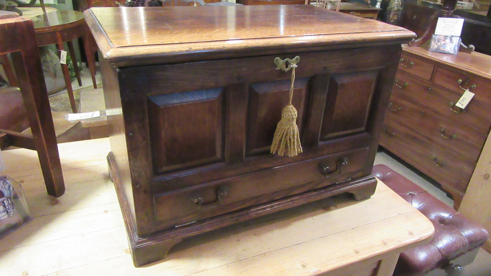 TITCHMARSH & GOODWIN OAK CUPBOARD