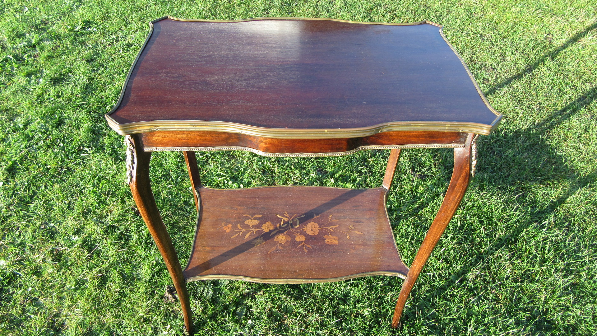 ANTIQUE INLAID KING WOOD SIDE TABLE