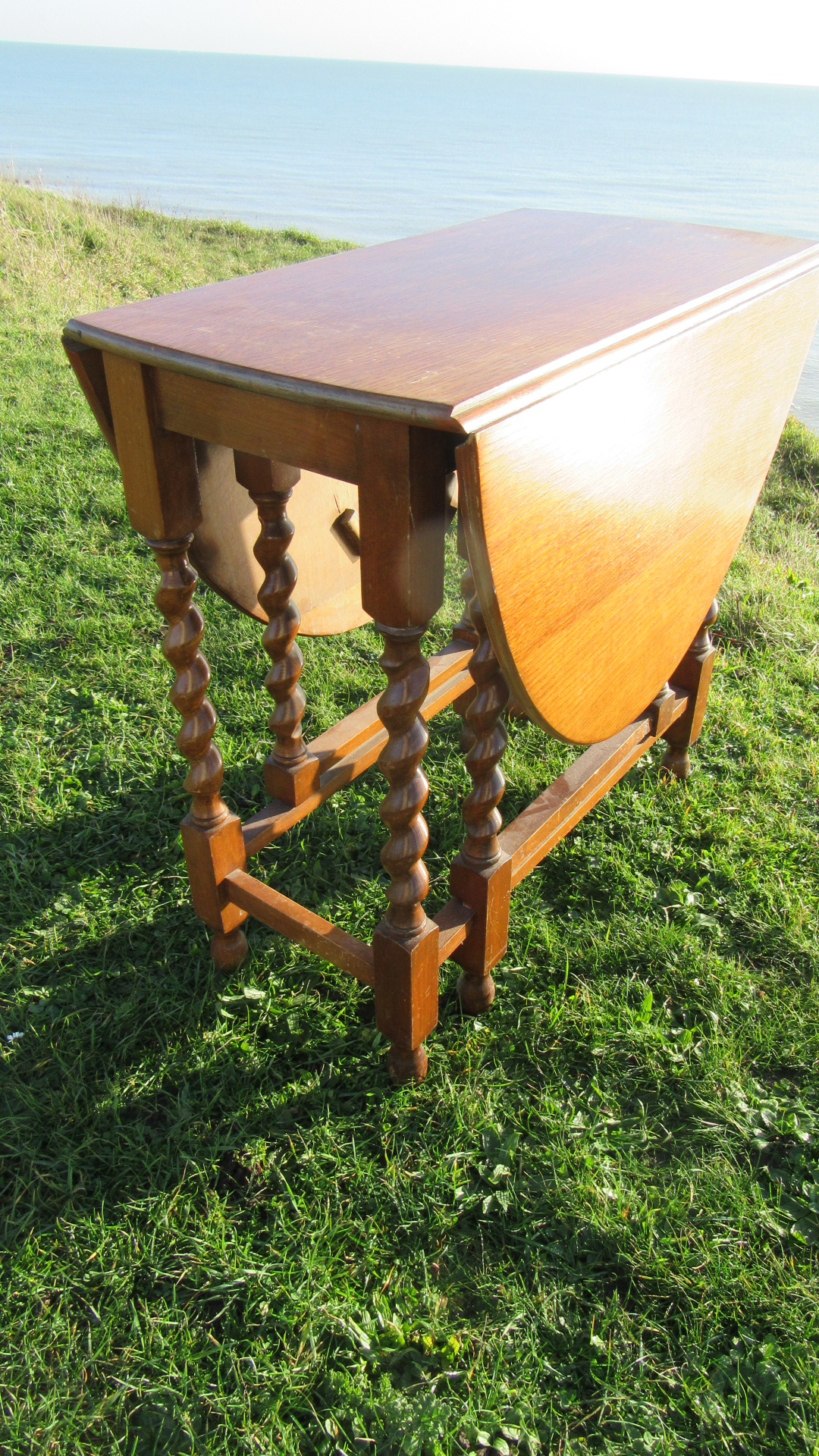 ANTIQUE OAK BARLEY TWIST TABLE