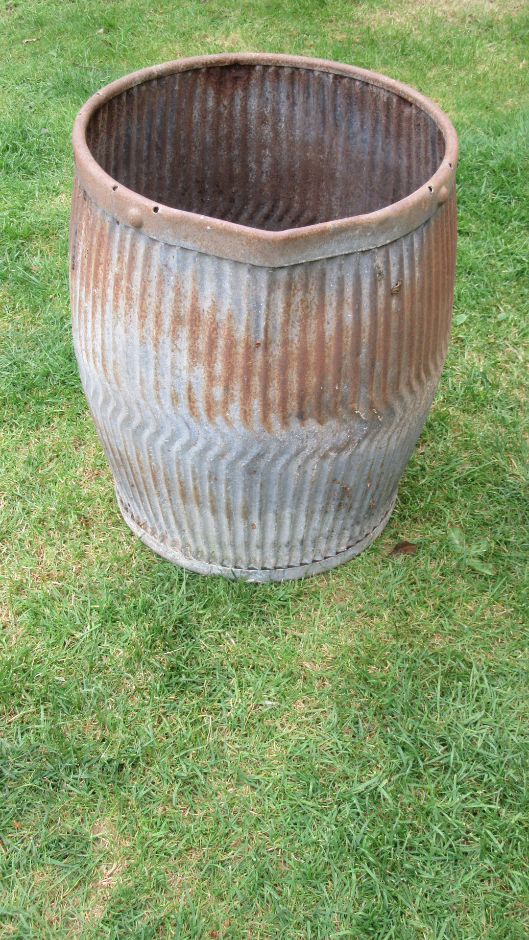 ANTIQUE GALVANISED WASHING DOLLY TUB / PLANTER