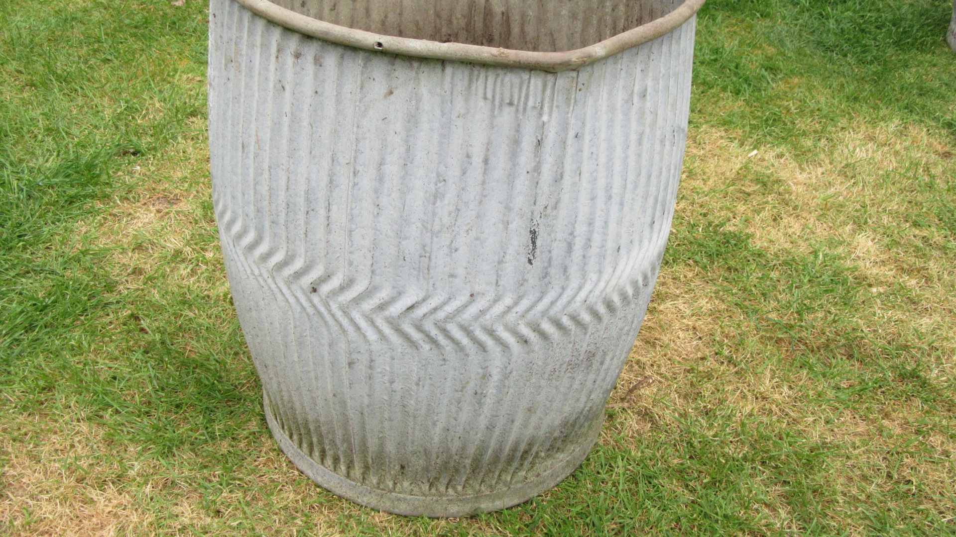 ANTIQUE GALVANISED DOLLY TUB