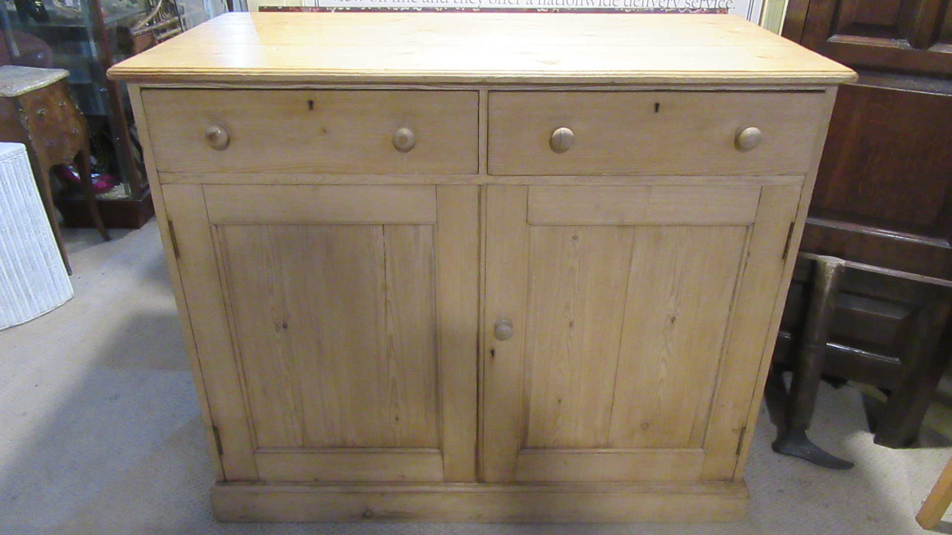 ANTIQUE VICTORIAN COUNTRY PINE CUPBOARD