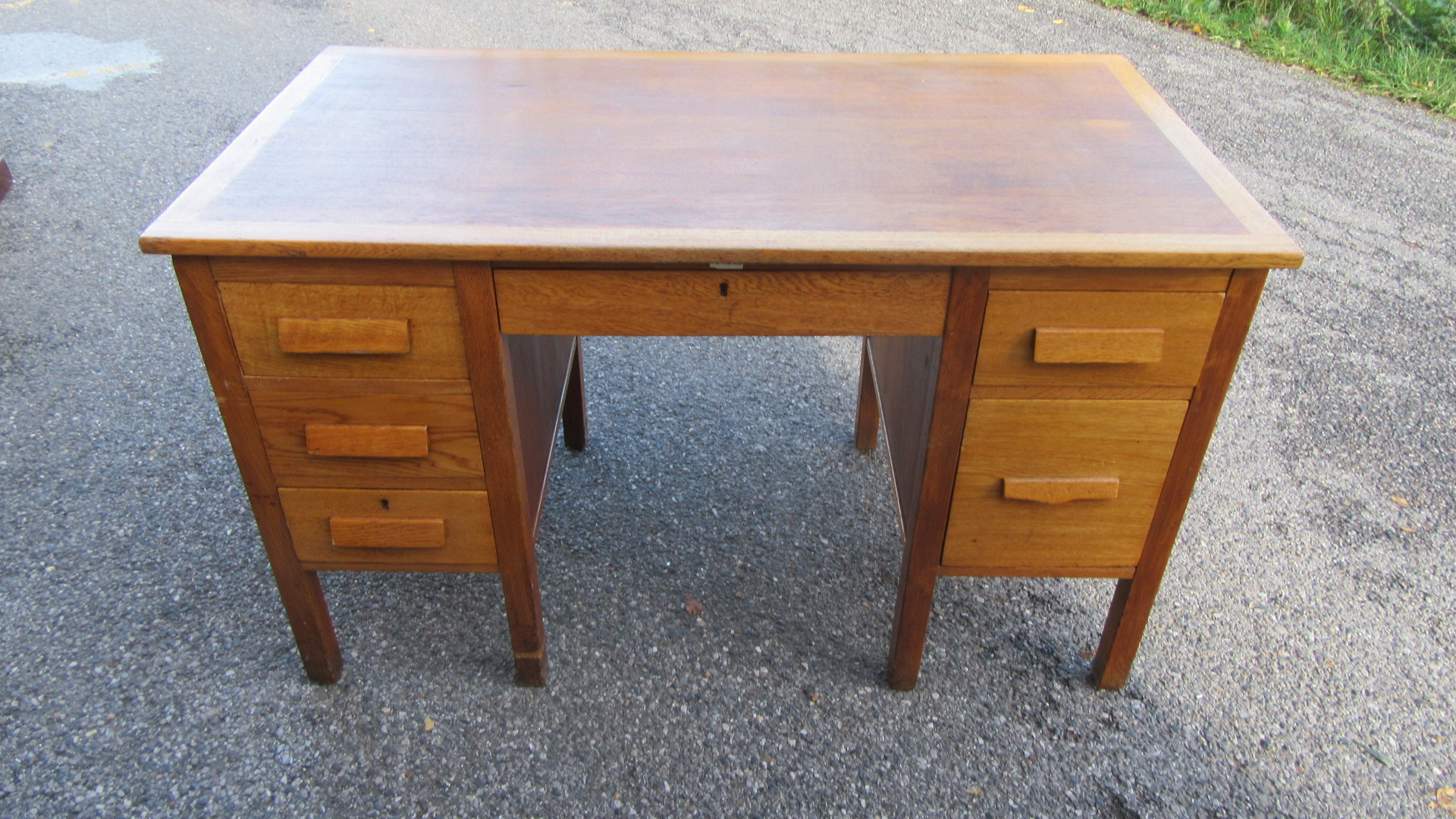 VINTAGE OAK KNEE HOLE WRITING DESK