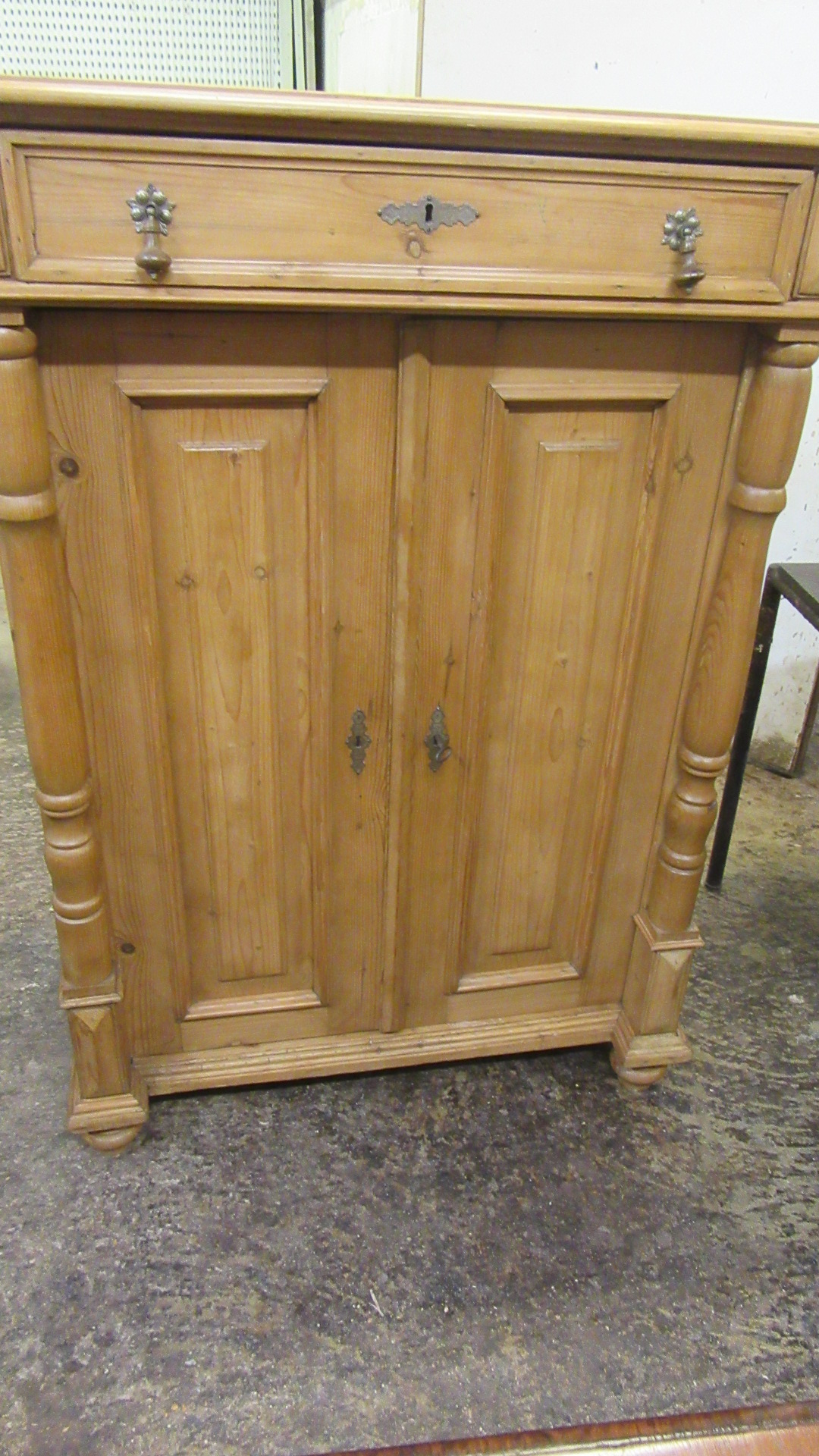 ANTIQUE EUROPEAN PINE CUPBOARD