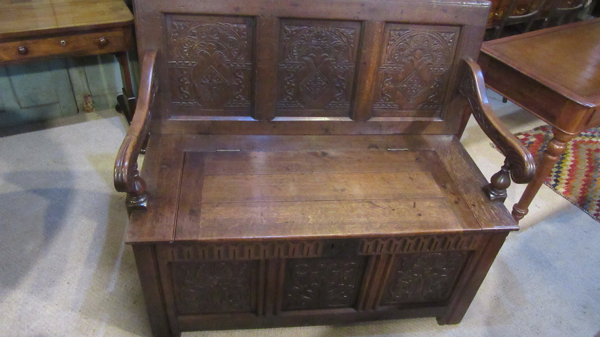 ANTIQUE COUNTRY OAK SETTLE