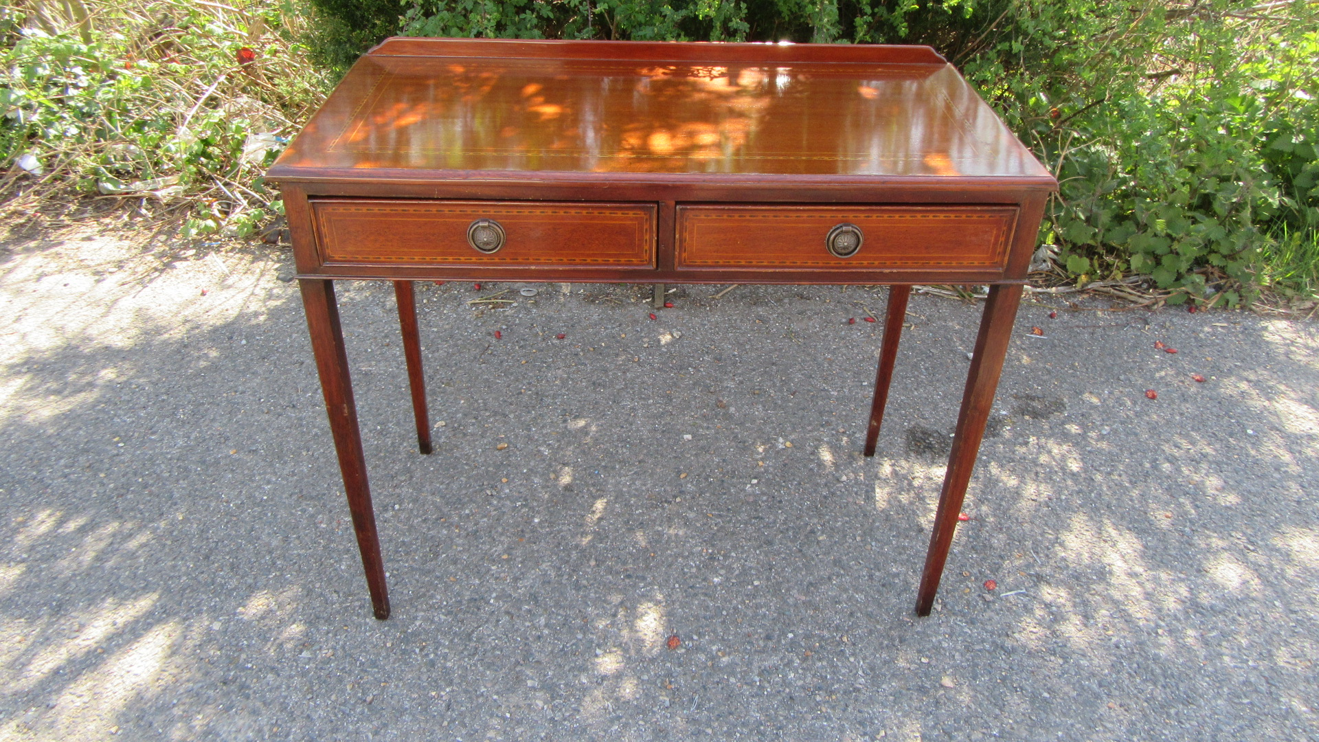 ANTIQUE STYLE INLAID MAHOGANY WRITING TABLE