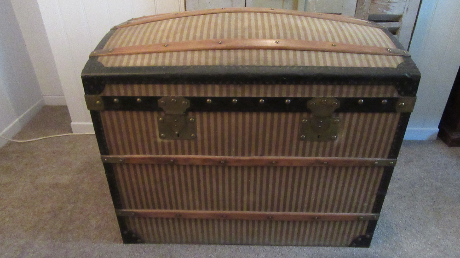 ANTIQUE FRENCH TRAVELLING TRUNK